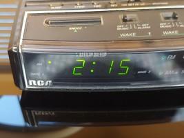 VINTAGE RCA RP-3651B AM/FM Radio Dual Alarm Clock Nite-Glo LCD Display E... - $11.88