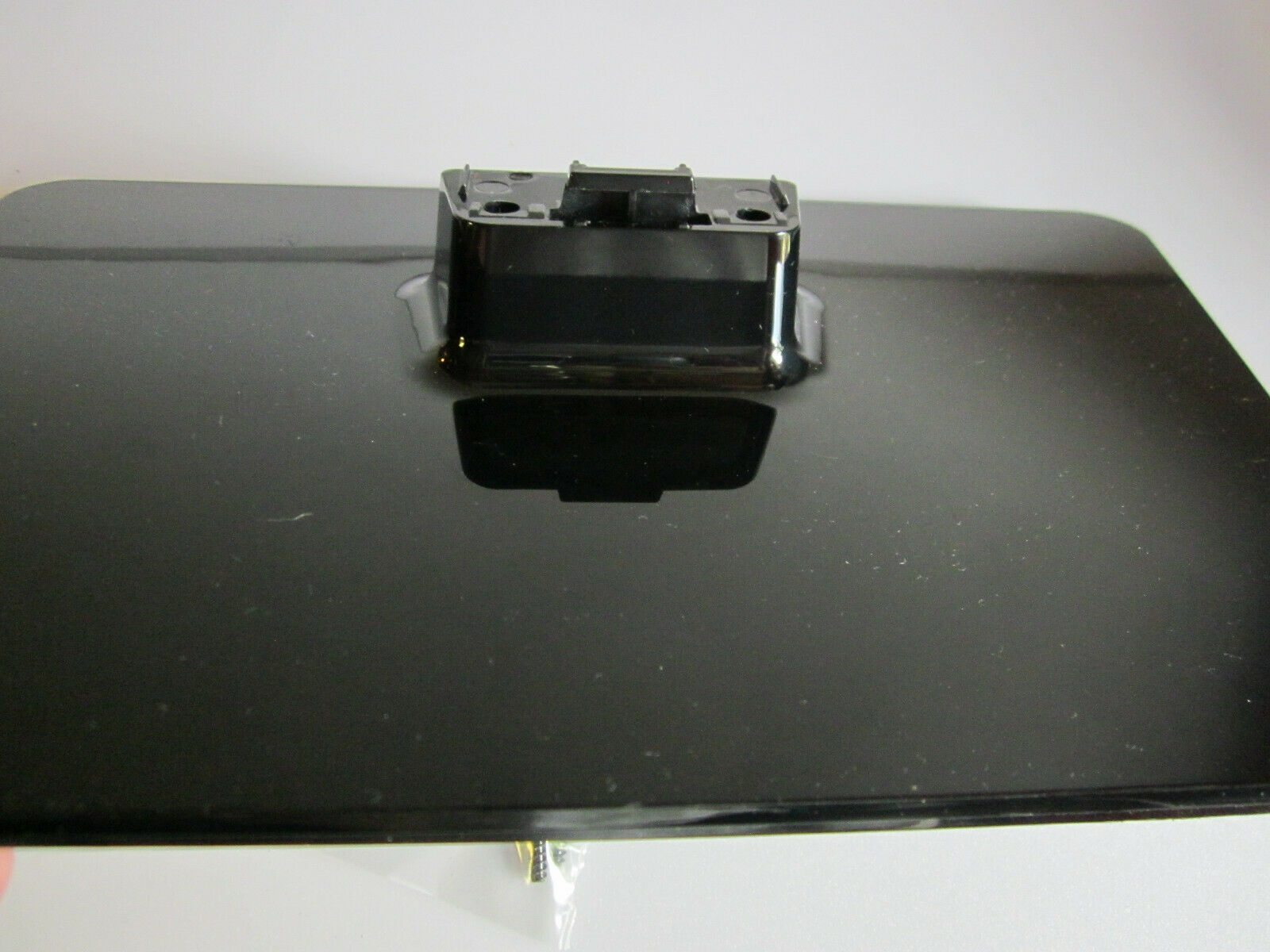 "Primary image for Emerson 32"" LF320EM4A TV Stand 2EMM00254 with screws"