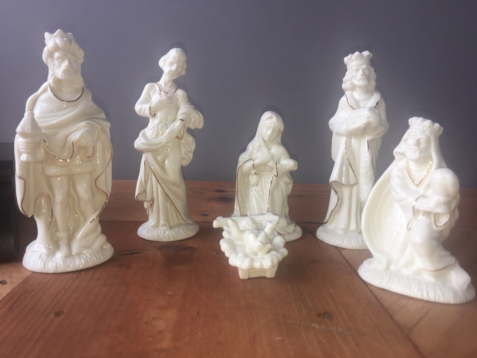 Golden Elegance Enesco 1995 Nativity Set Porcelain Figurines Statues White Gold