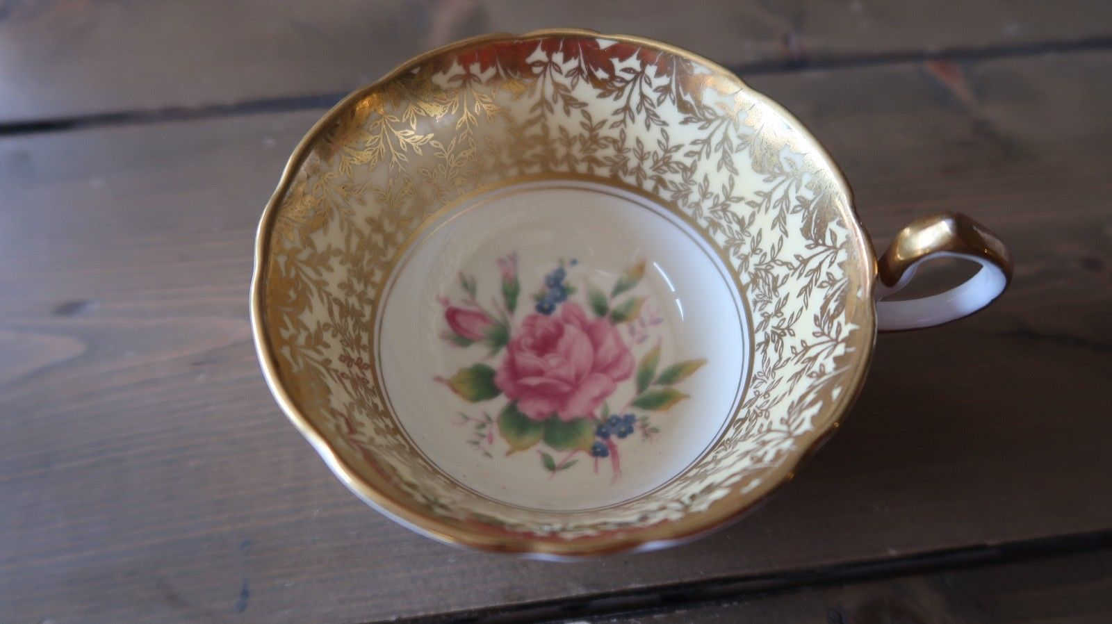 Rare Aynsley Flower Teacup Great Condition