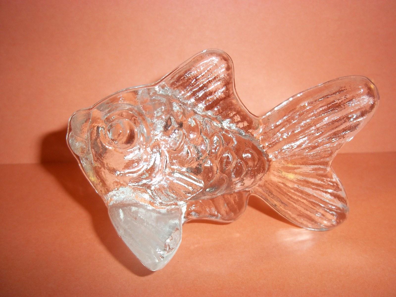 Retired Goebel Kristallglas (Crystal) Goldfish Seashore Collection 1982 Paper Wt