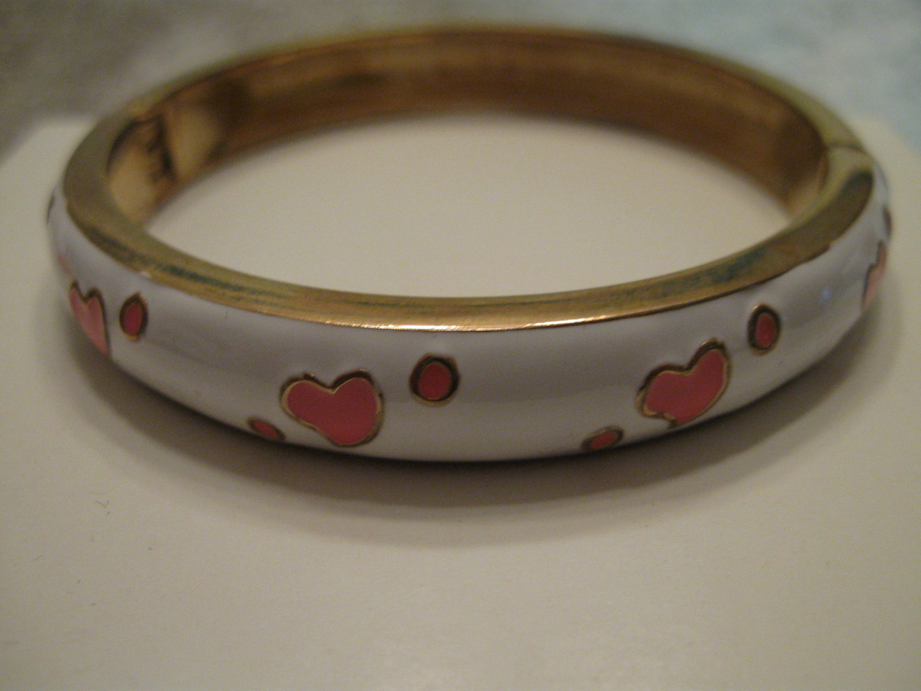 BRACELET, fits avg wrist, White with pink hearts, New