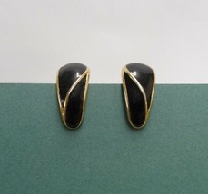 PAIR OF TRIFARI CLIP ON EARRINGS BLACK & GOLD TONED TEAR DROP VINTAGE RETRO - $9.49