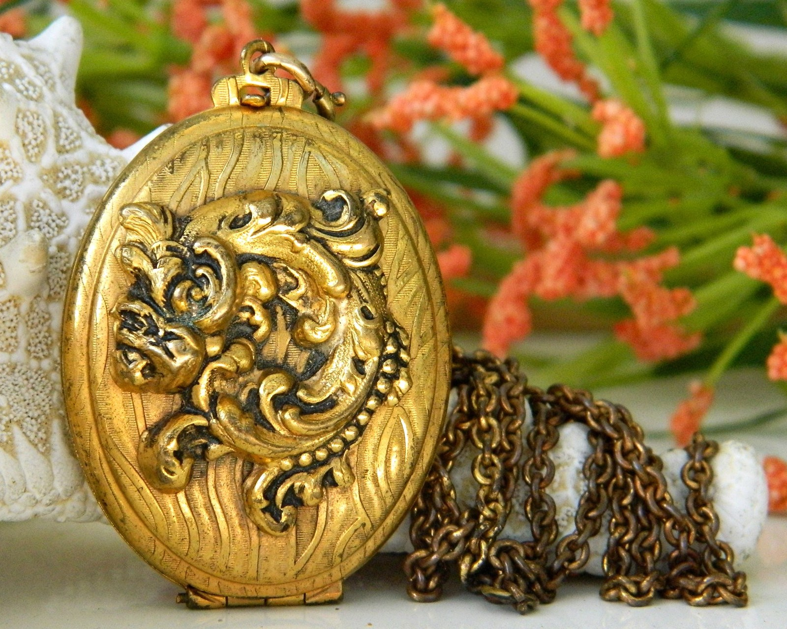 Vintage Antiqued Brass Locket Pendant Necklace Chain Gold Black Floral