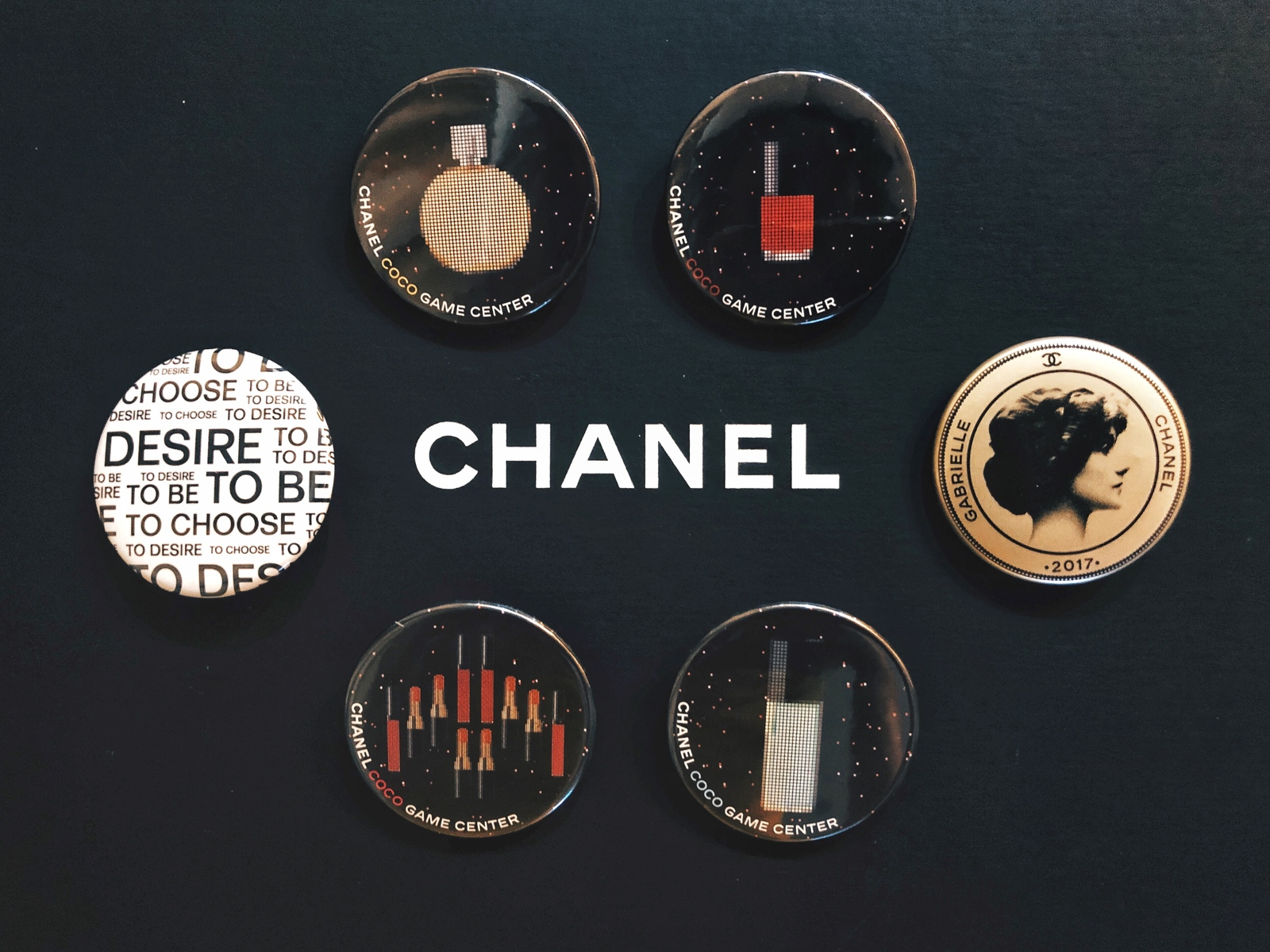 LIMITED EDITION AUTHENTIC CHANEL VIP COCO GAME CENTER BROOCH PIN SET RARE