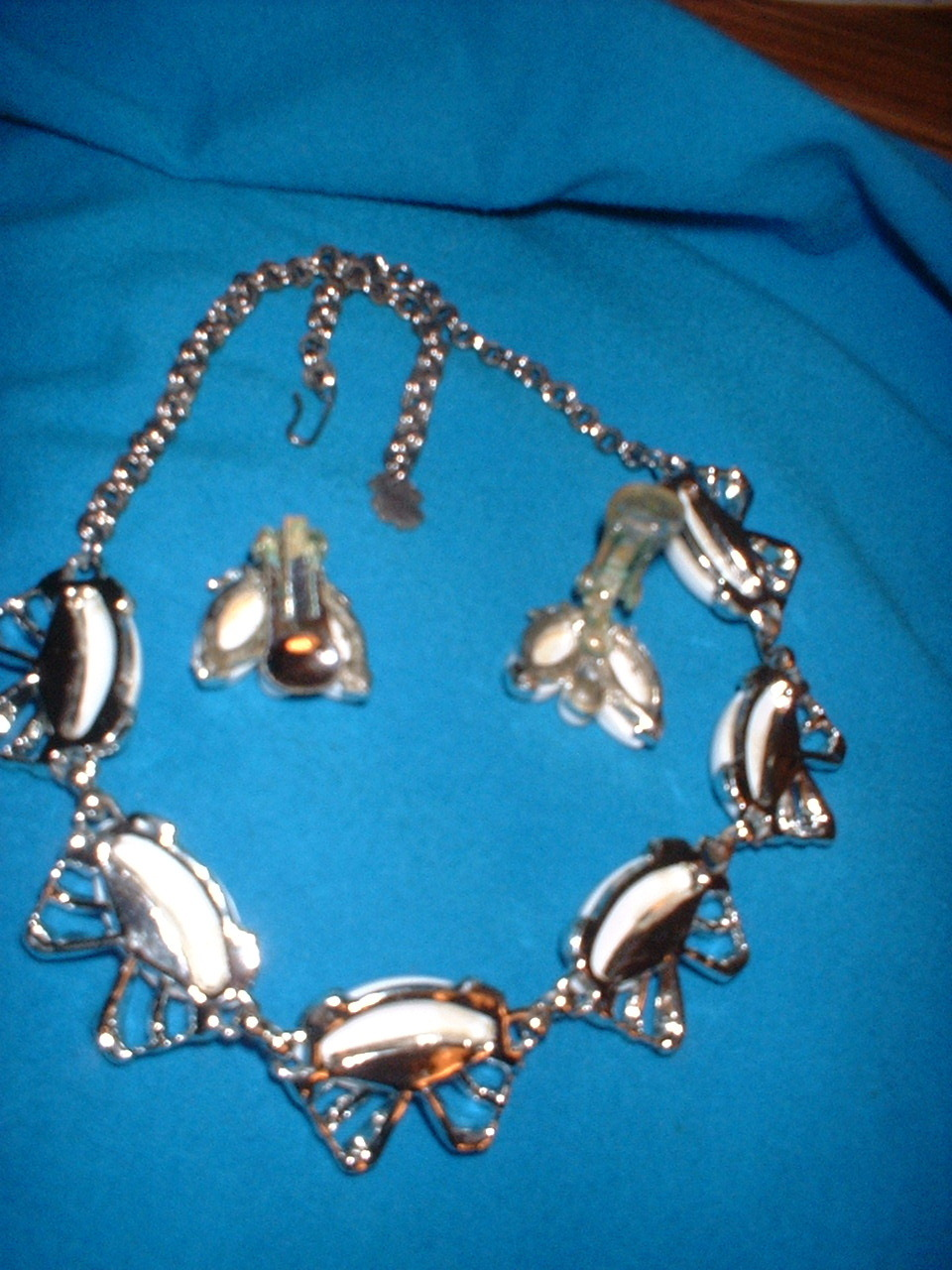 Vintage Jewelry White Thermoset Necklace
