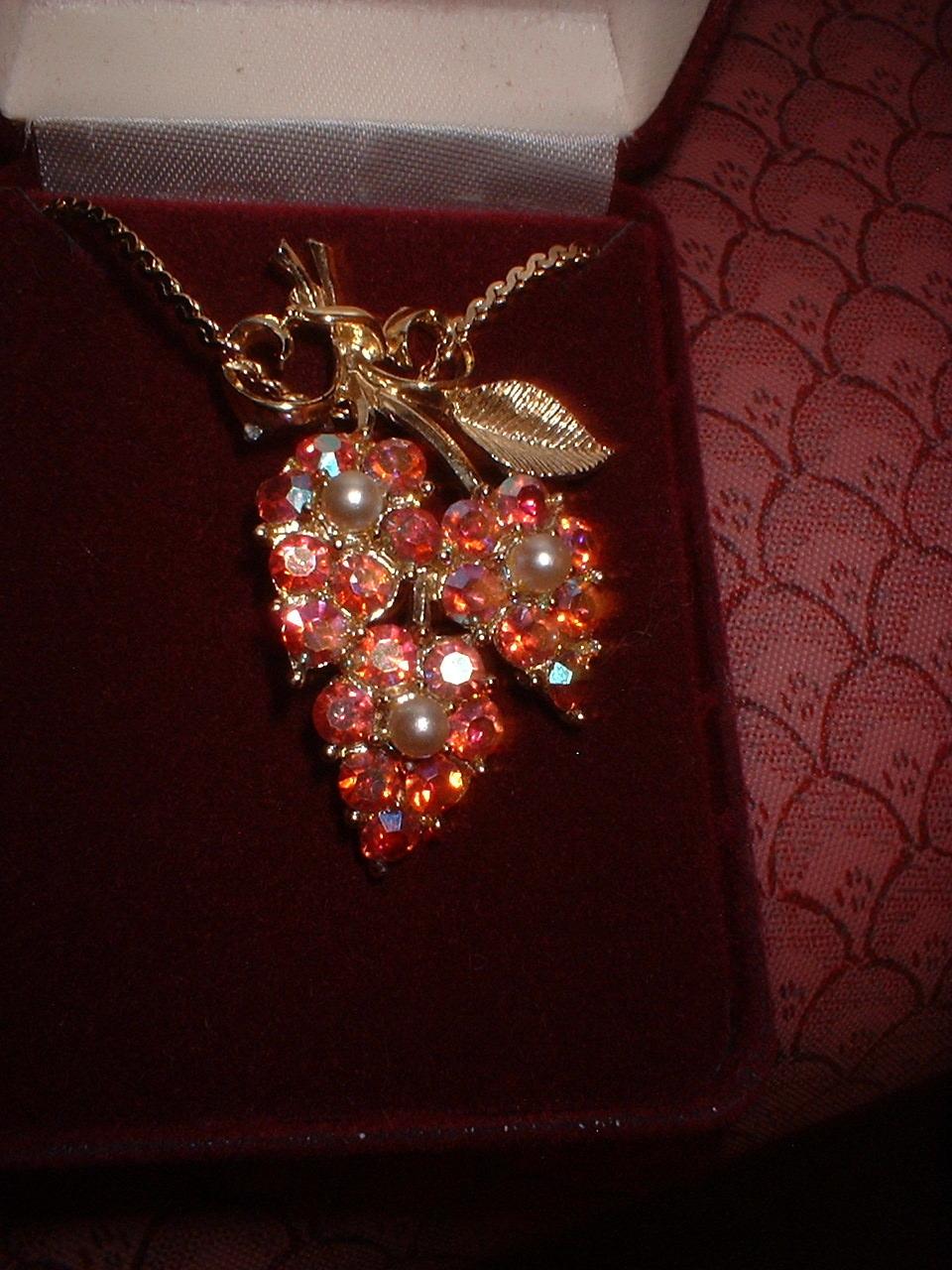 Vintage Jewelry  AB Pendant & Chain