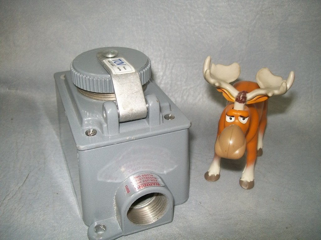 Receptacle Box 3743-RS 20A 2 Pole 3 wire 600 VAC Russellstoll Thomas & Betts T&B