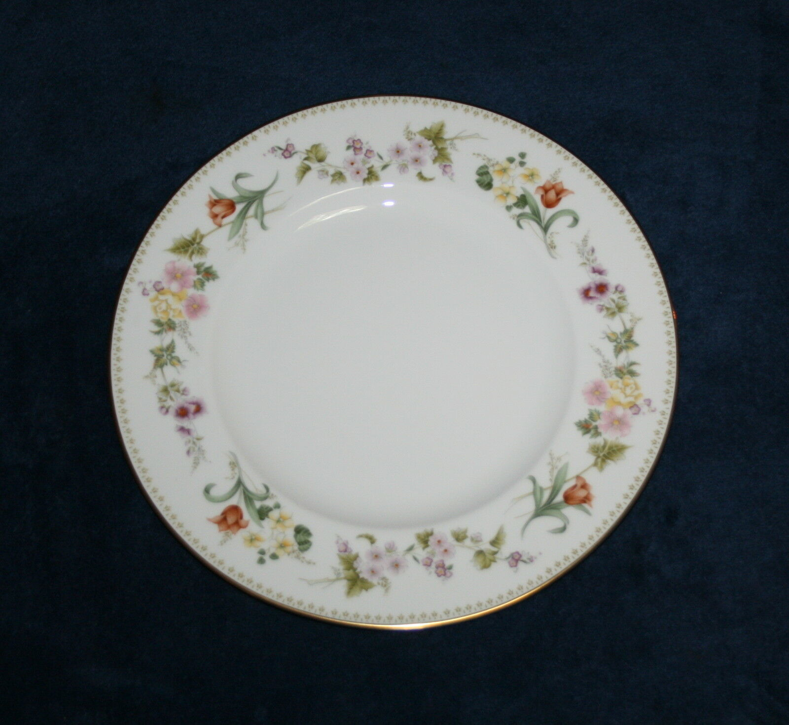 """Wedgwood Mirabelle Salad Plate s 8 1/8""""  R4537"""