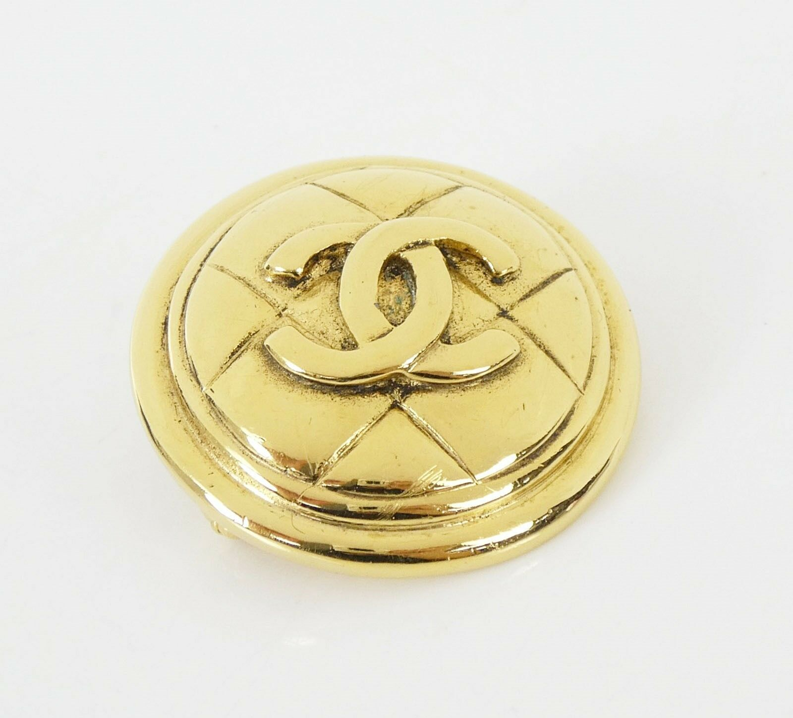 Auth Vintage CHANEL Goldtone Round Quilted CC Logo Brooch Pin w/ Box #29830