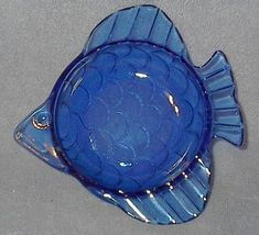 Blue glass fish1 thumb200