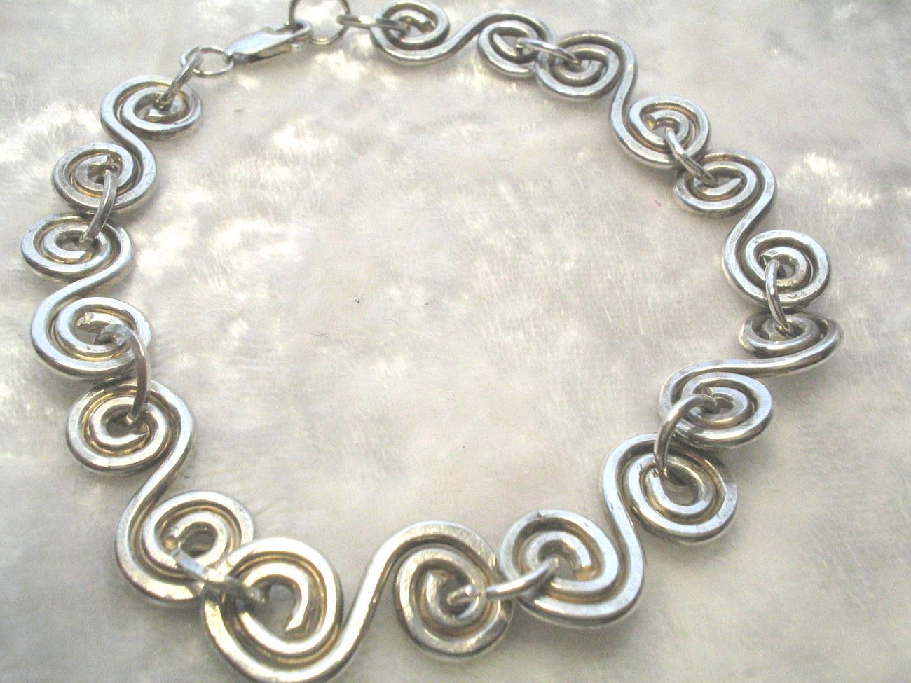 Swirl brace