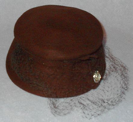 Brown veil hat1