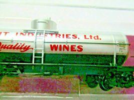 Micro-Trains # 06500116 Fruit Industries Grape to Glass 39' Single Tank Car (N) image 3