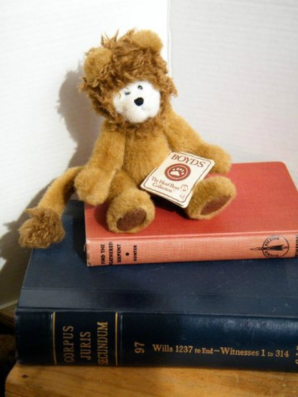 "Boyds Bears ""Lion""  # 904371- 9"" Plush Lion- NWT- Retired"