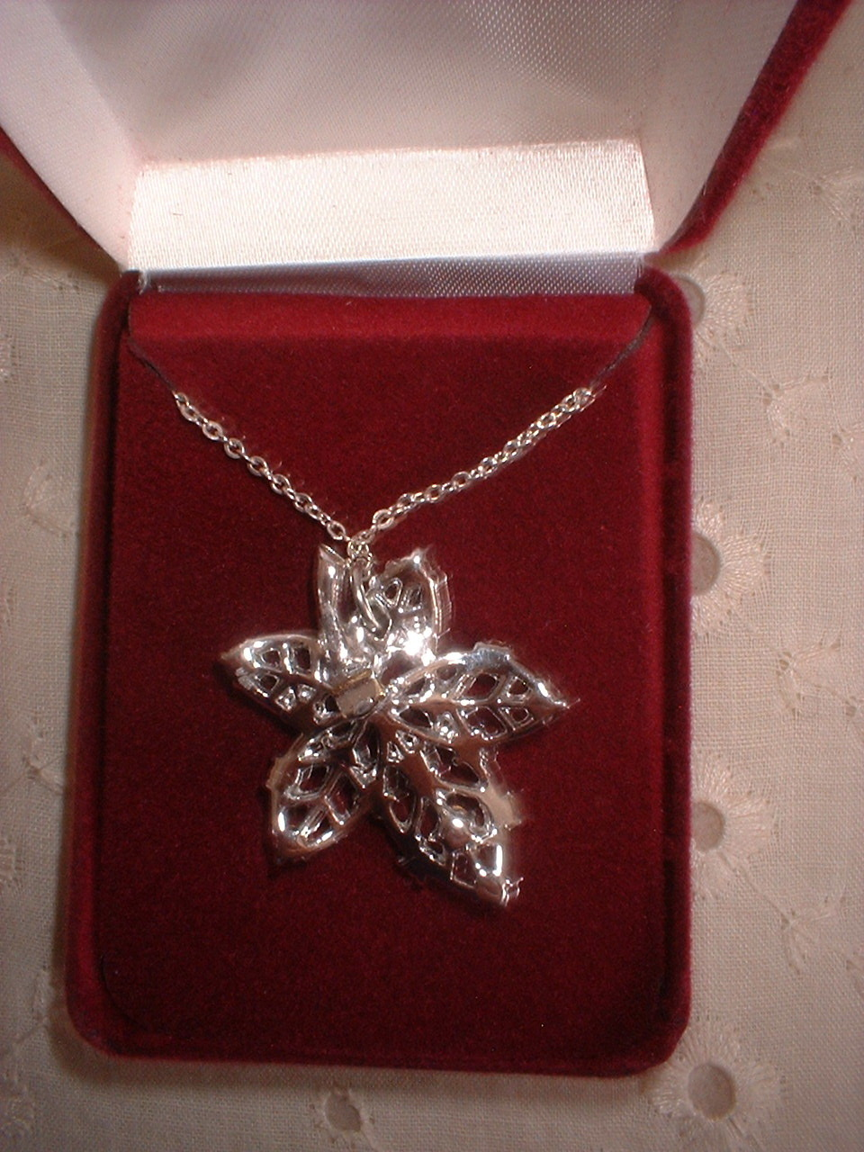 Vintage Jewelry RS  Frosted Leaf Pendant