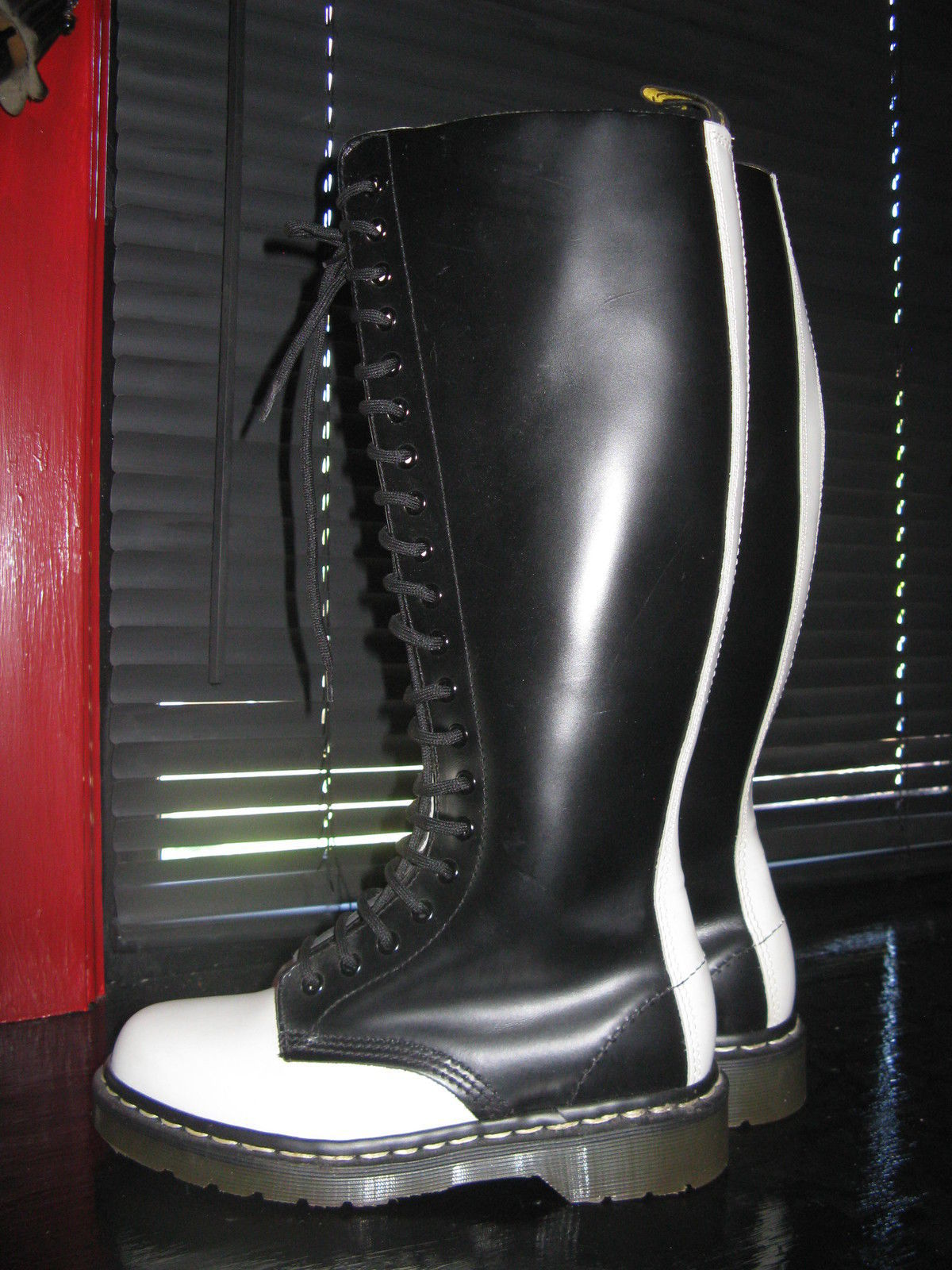 Super vintage rare 20 eye two-tone sample England DOCs Dr Martens boots 6 UK4 36