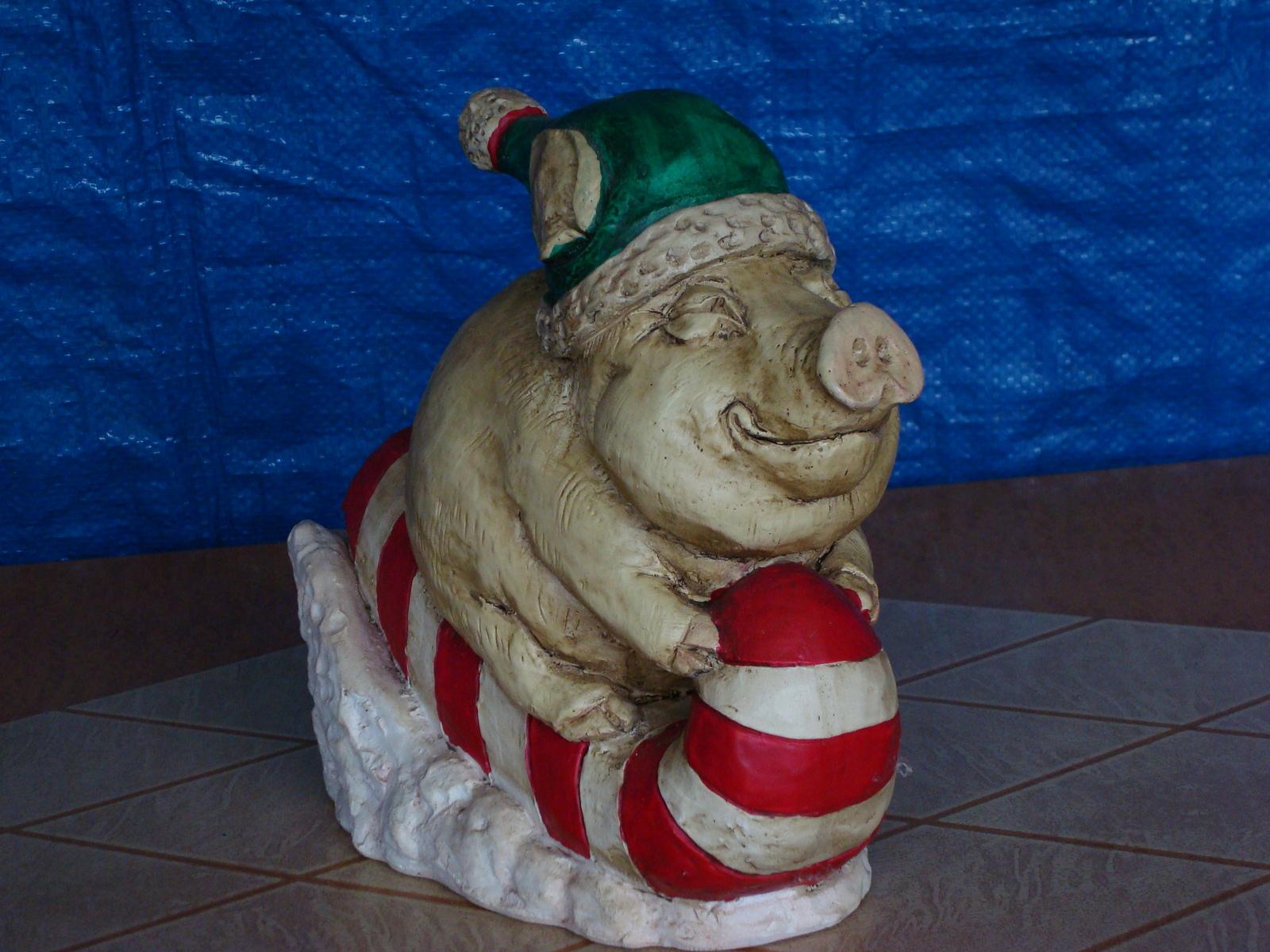 #0830 Piggy Sleigh Ride Statue