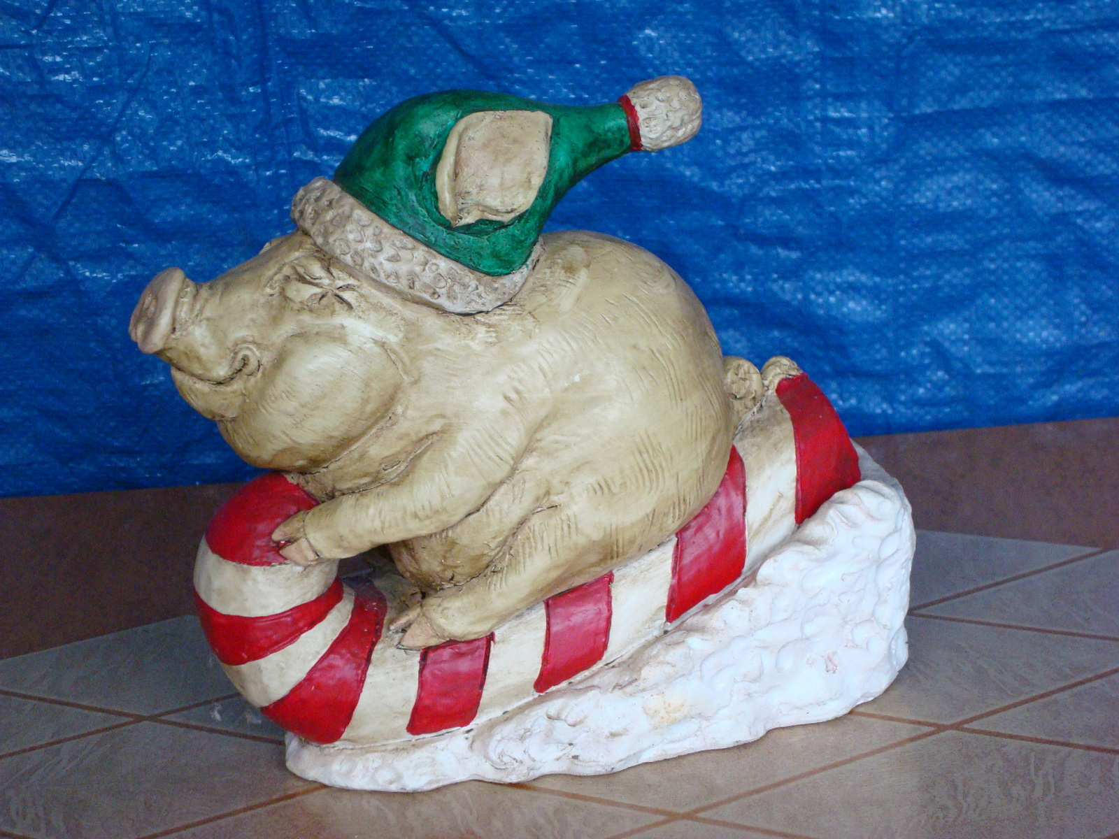 #0830 Piggy Sleigh Ride Statue image 2