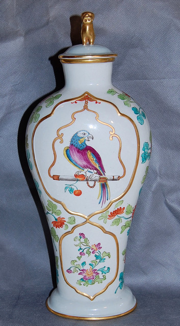 Mottahedeh Reproduction Chinese Export Parrot Covered Porcelain Vase