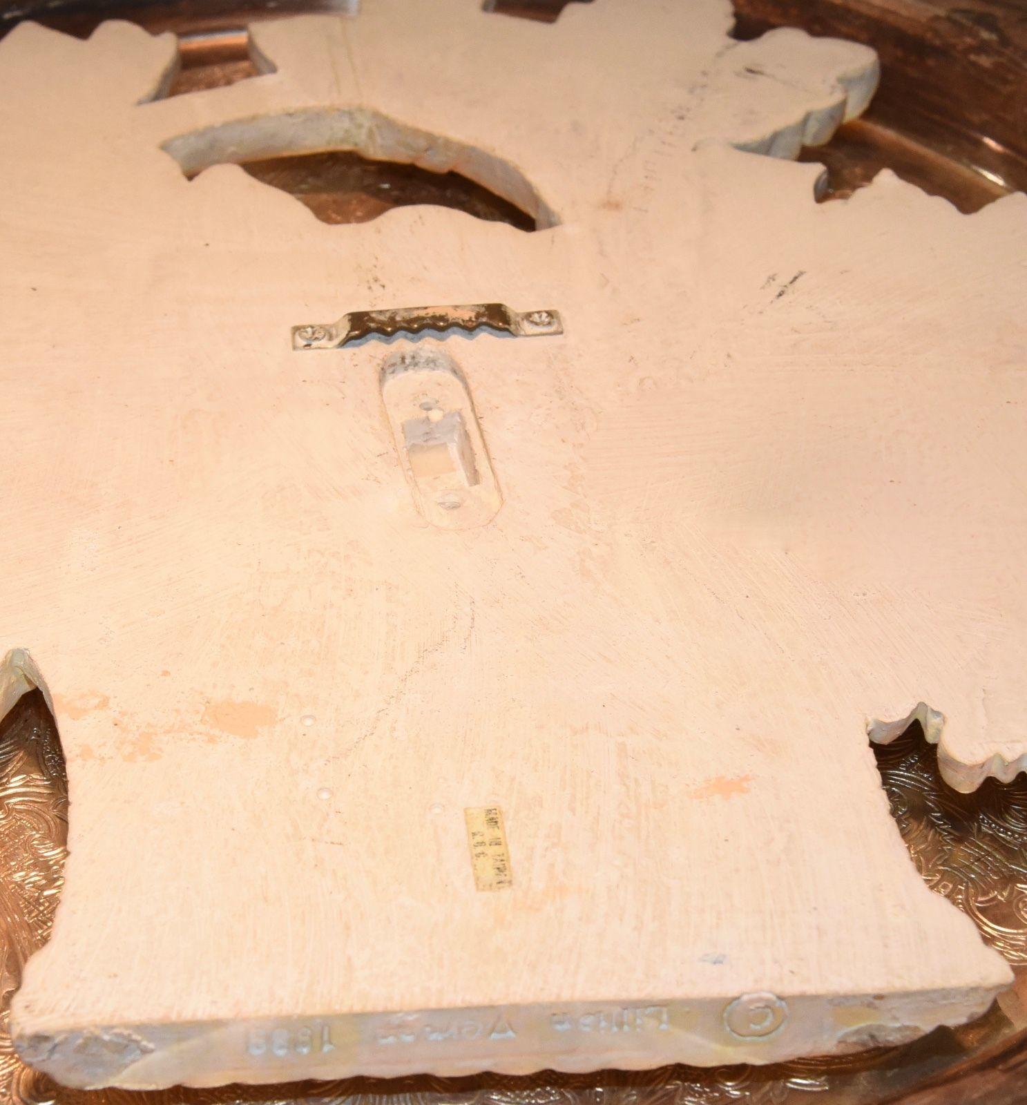 "LILLIAN VERNON RESIN WALL PLAQUE FRUIT BASKET 1989 CREAM COLORED 9.5"" x 10"""