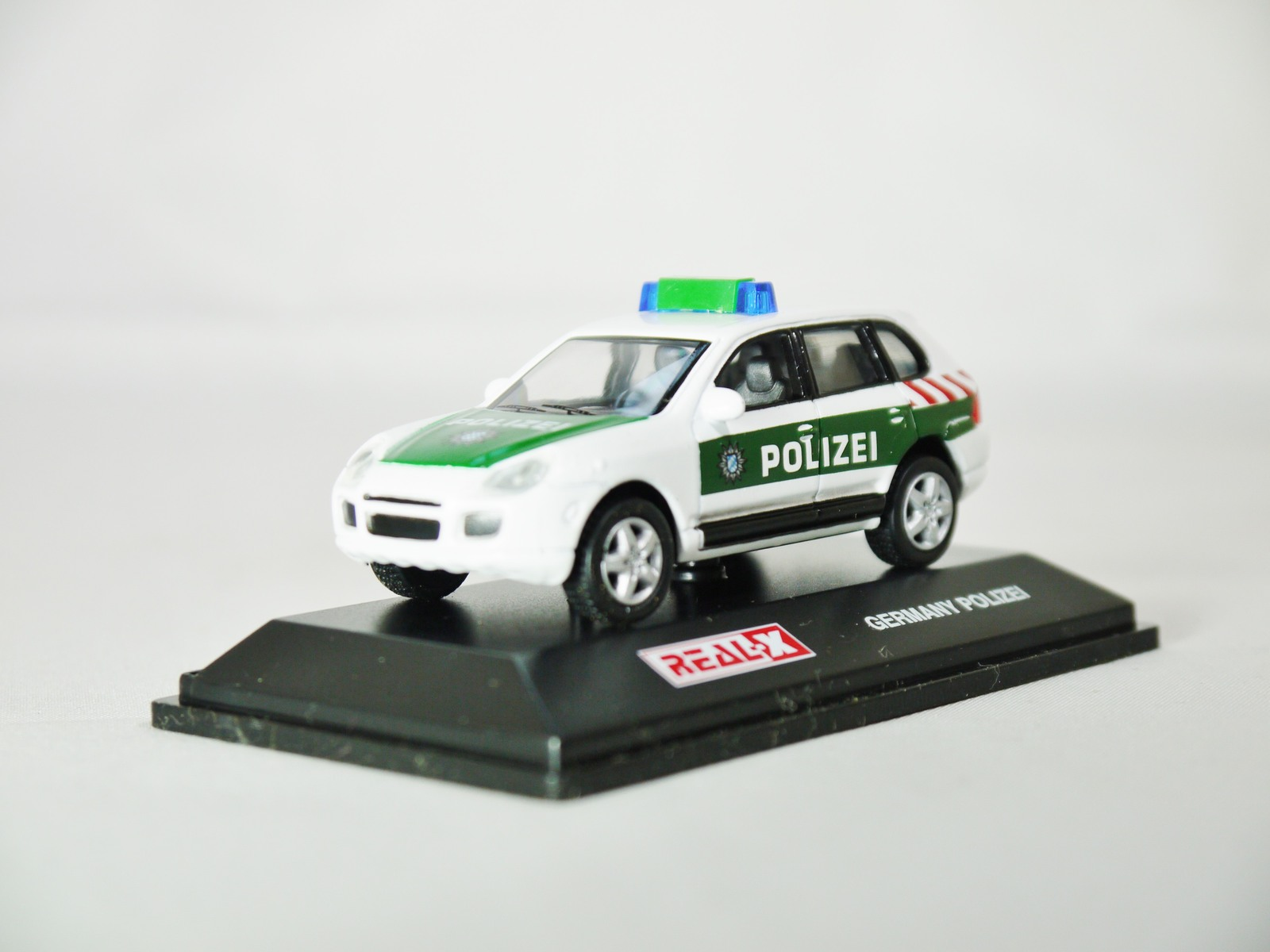 Real-x_collection_1-72_germany_polizei_car_512_-_porsche_cayenne_patrol_car_-_02