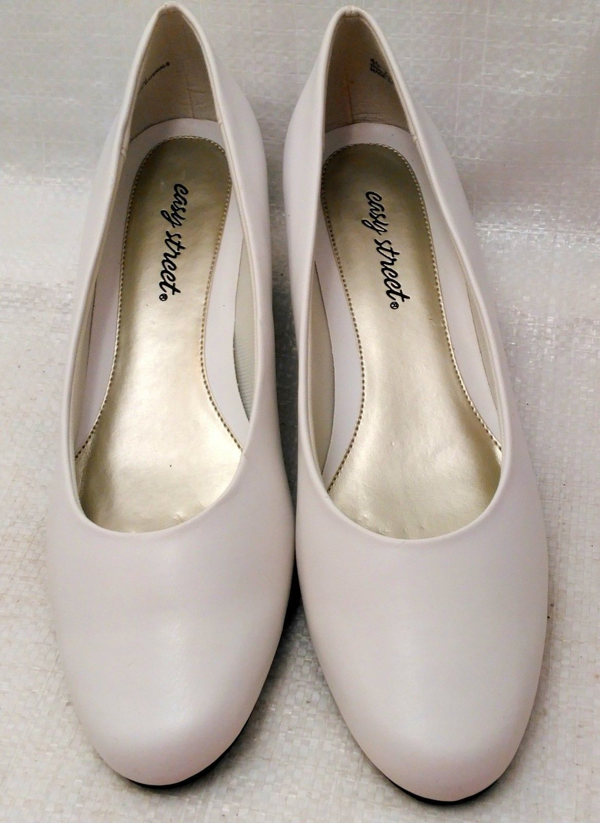 Easy Street Womens Closed Toe Classic Pumps, White, Size 10N