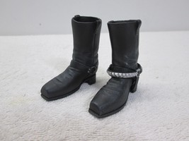 Terminator T-800 Pair Boots with Chain MMS 136 1/6th Scale - Hot Toys - $48.37