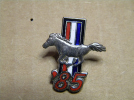1985 FORD MUSTANG    hat pins lapel pins  ford mustang pony  - $7.95