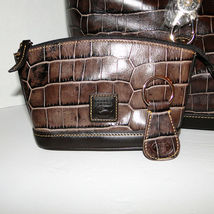 Dooney & Bourke Logo Lock Leather Sac & Accessories *MINOR DEFECT* image 6