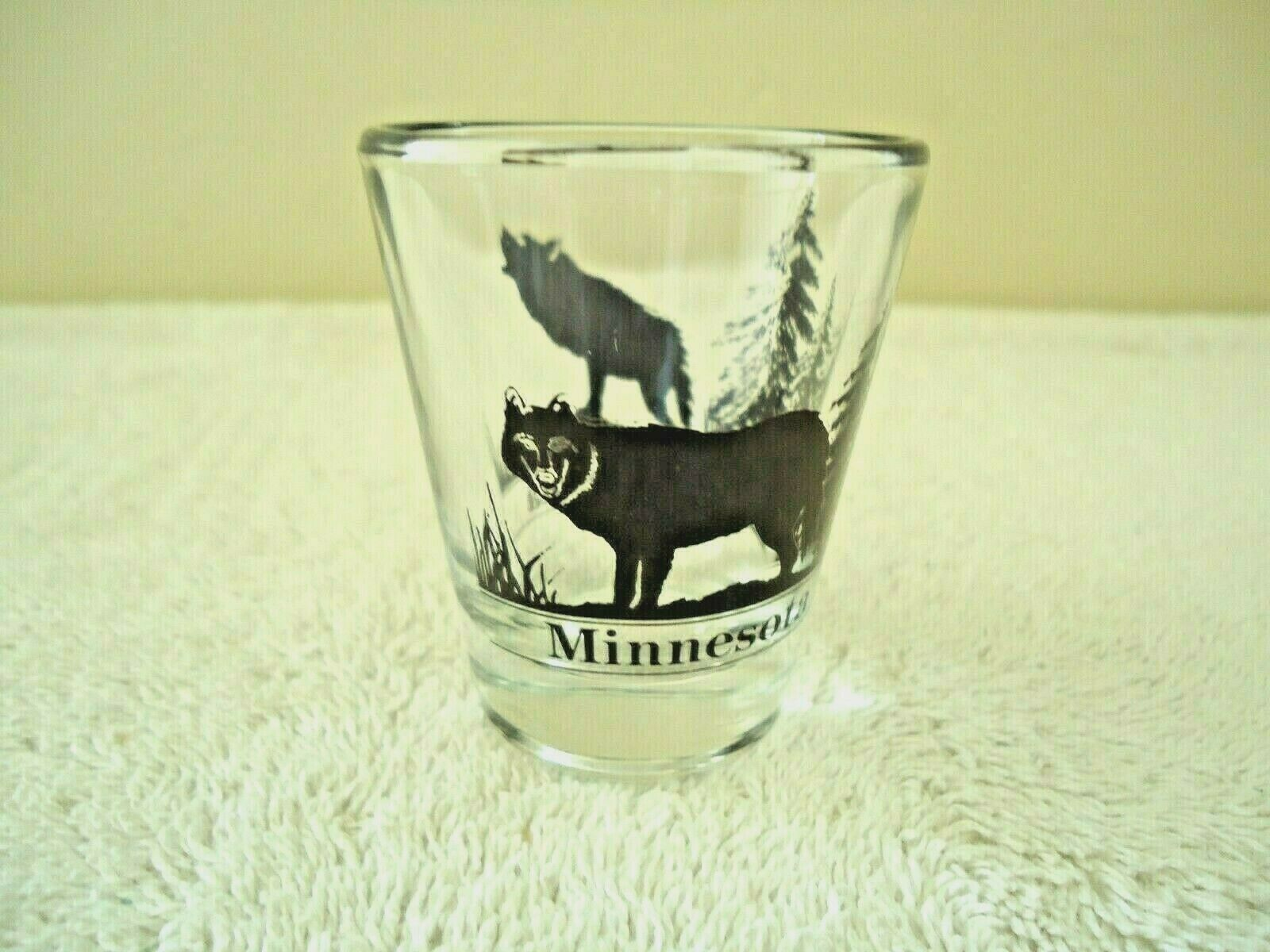 "Vintage Minnesota "" Timber Wolf "" Themed Shot Glass "" BEAUTIFUL COLLECTIBLE ITEM"