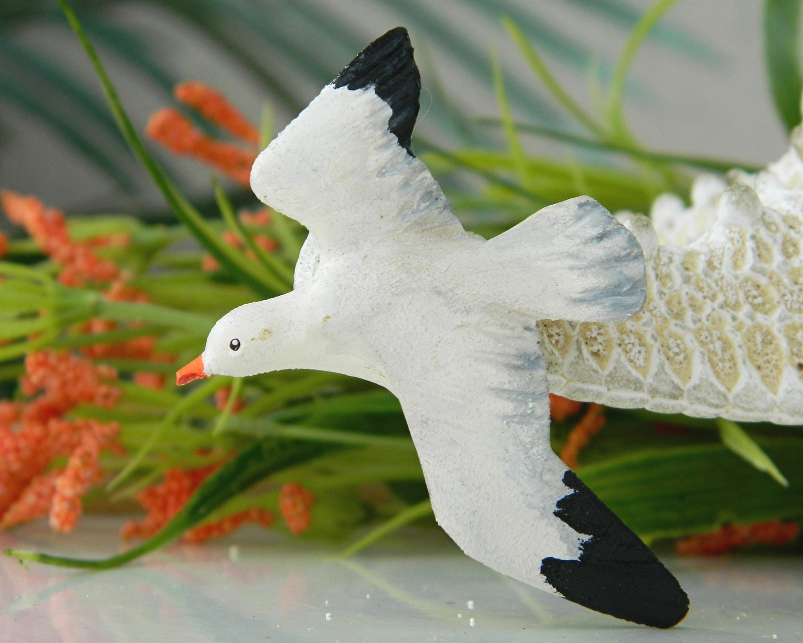 Vintage flying seagull bird wood wooden carved brooch pin painted