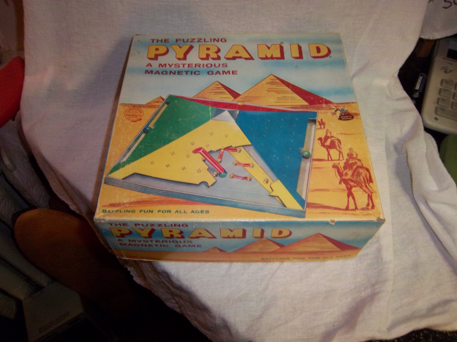 Free ship The Puzzling Pyramid mysterious magnetic game vintage Schaper board ga