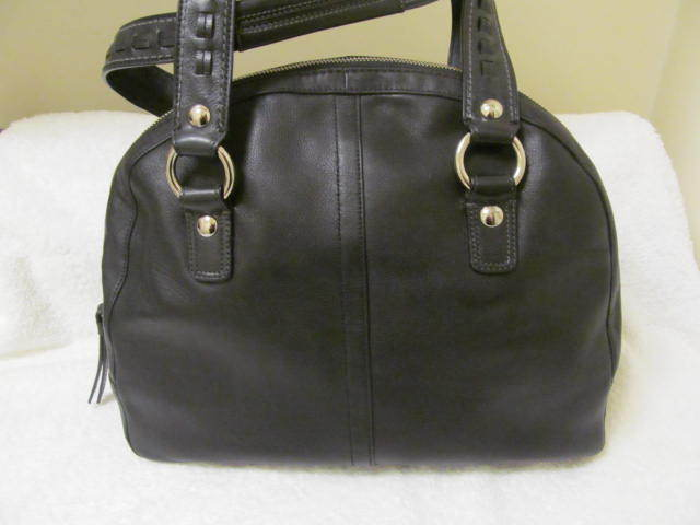 TOP OF THE LINE LEATHER COACH BAG (NEW). GET A FREE GIFT!!