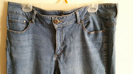 Petite Boot Cut Riders By Lee Jeans, Mid-RIse Med wash Size 18 image 5
