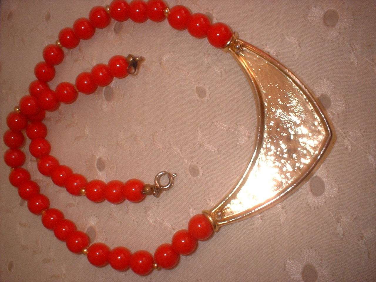 Vintage Jewelry Deco Style  Red Enamel Plastic Beaded Neckla