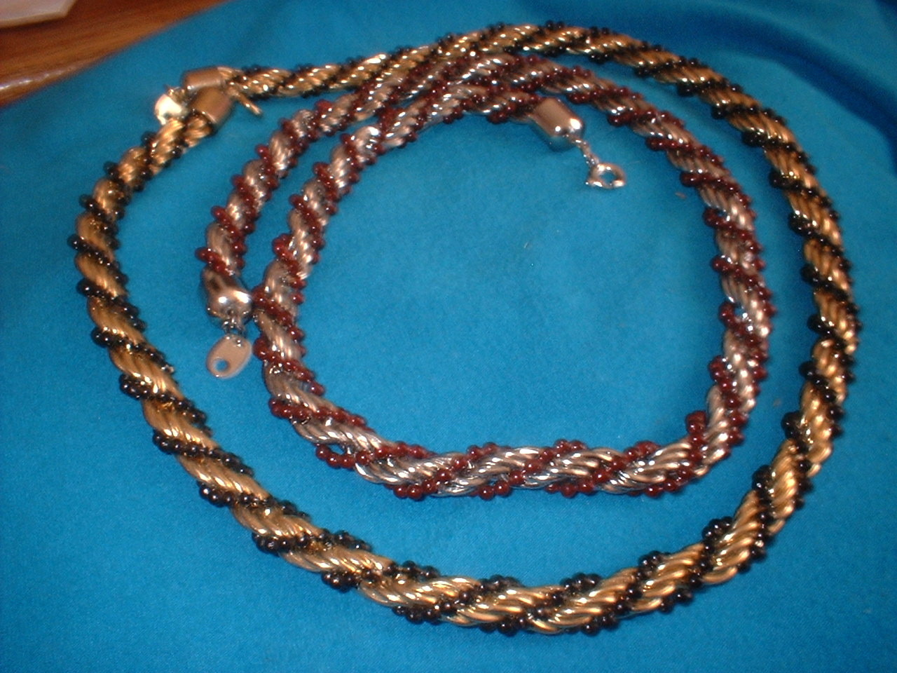 Twistey bead and metal necklace lot
