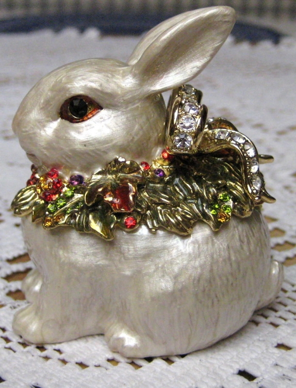 Fitz and Floyd Snowy Woods  Bunny Rabbit Trinket Box NIB