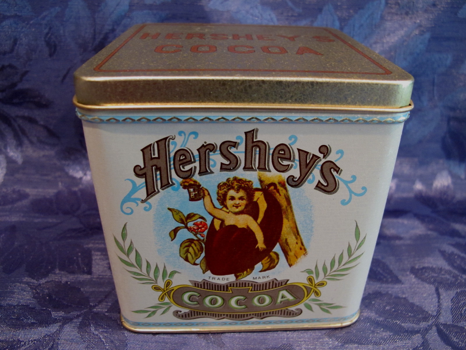 HERSHEY'S CHOCOLATE Tin HERSHEYS COCOA POD Souvenir Can Vintage Collectible