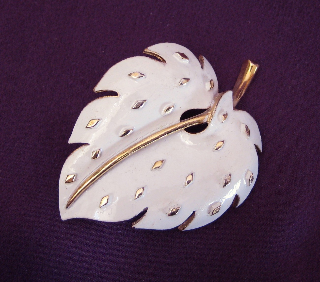 Vintage TRIFARI Gold Tone & White Enamel Leaf Brooch Pin