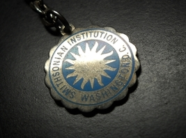 Smithsonian Institution Key Chain Washington DC Aqua Blue Sunburst Silver Color - $6.99