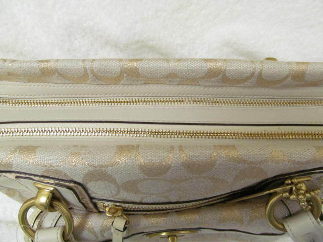 TOP OF THE LINE LEATHER COACH BAG (NEW) GOLDEN GIRL. GET A FREE GIFT!!