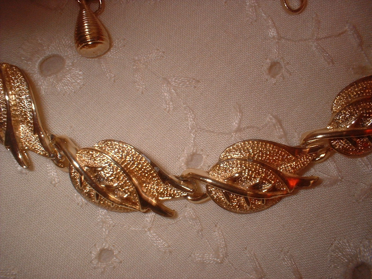 Coro Gold Tone Leaf Necklace Vintage Jewelry
