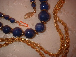 Lapis glass neclace gold chain close up thumb200