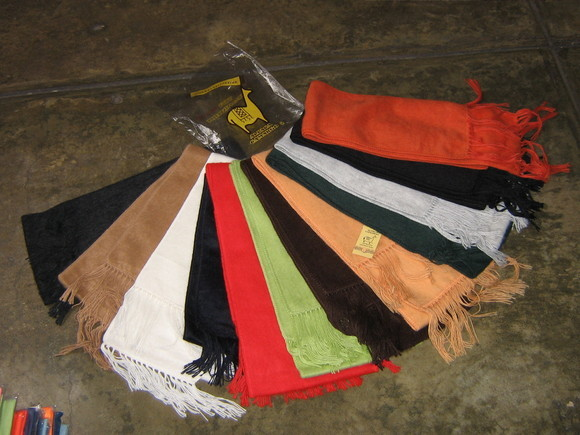 Lot of 25 mixed colored Alpacawool scarves,wholesale,