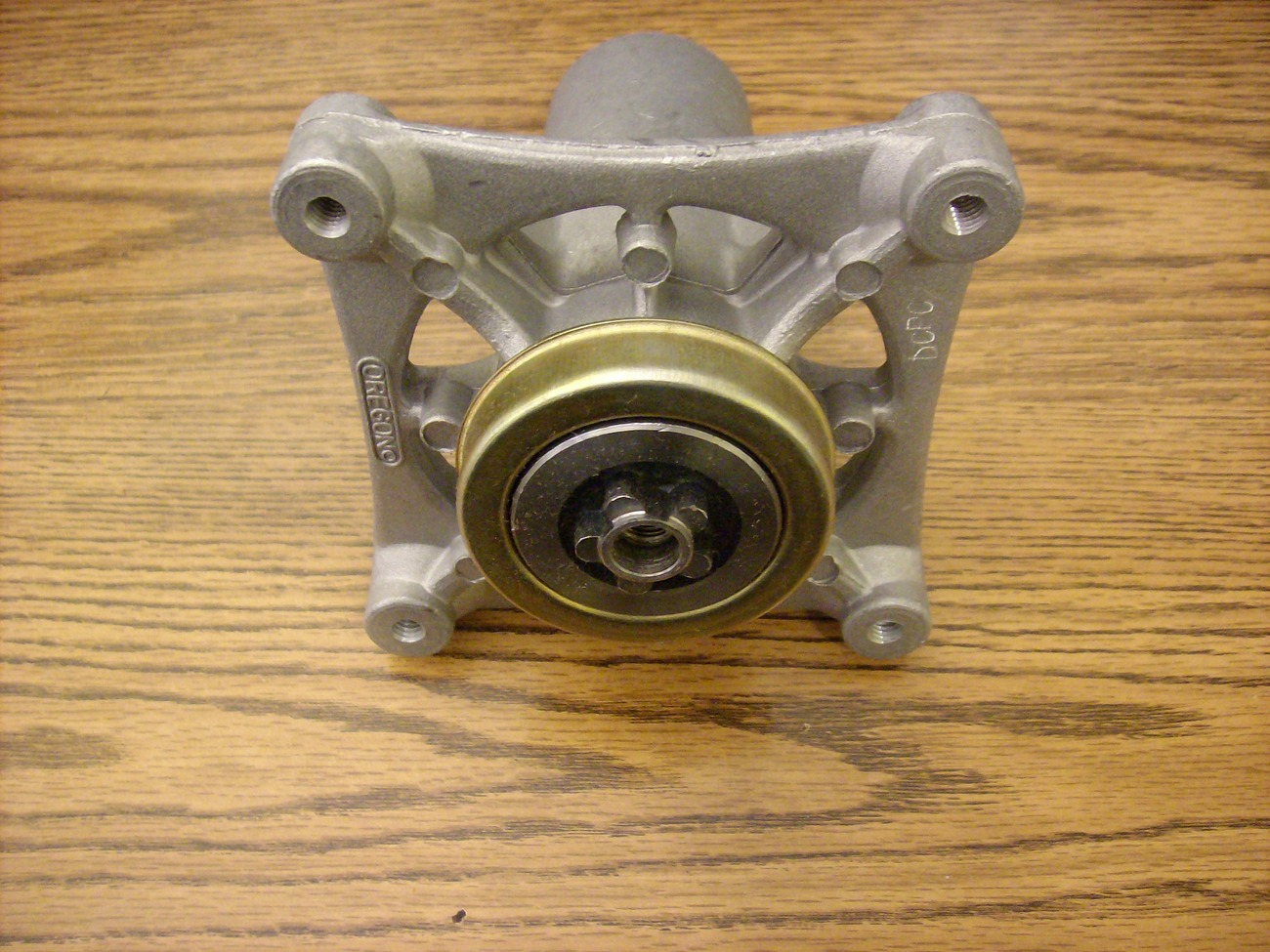 Husqvarna deck spindle 532187292
