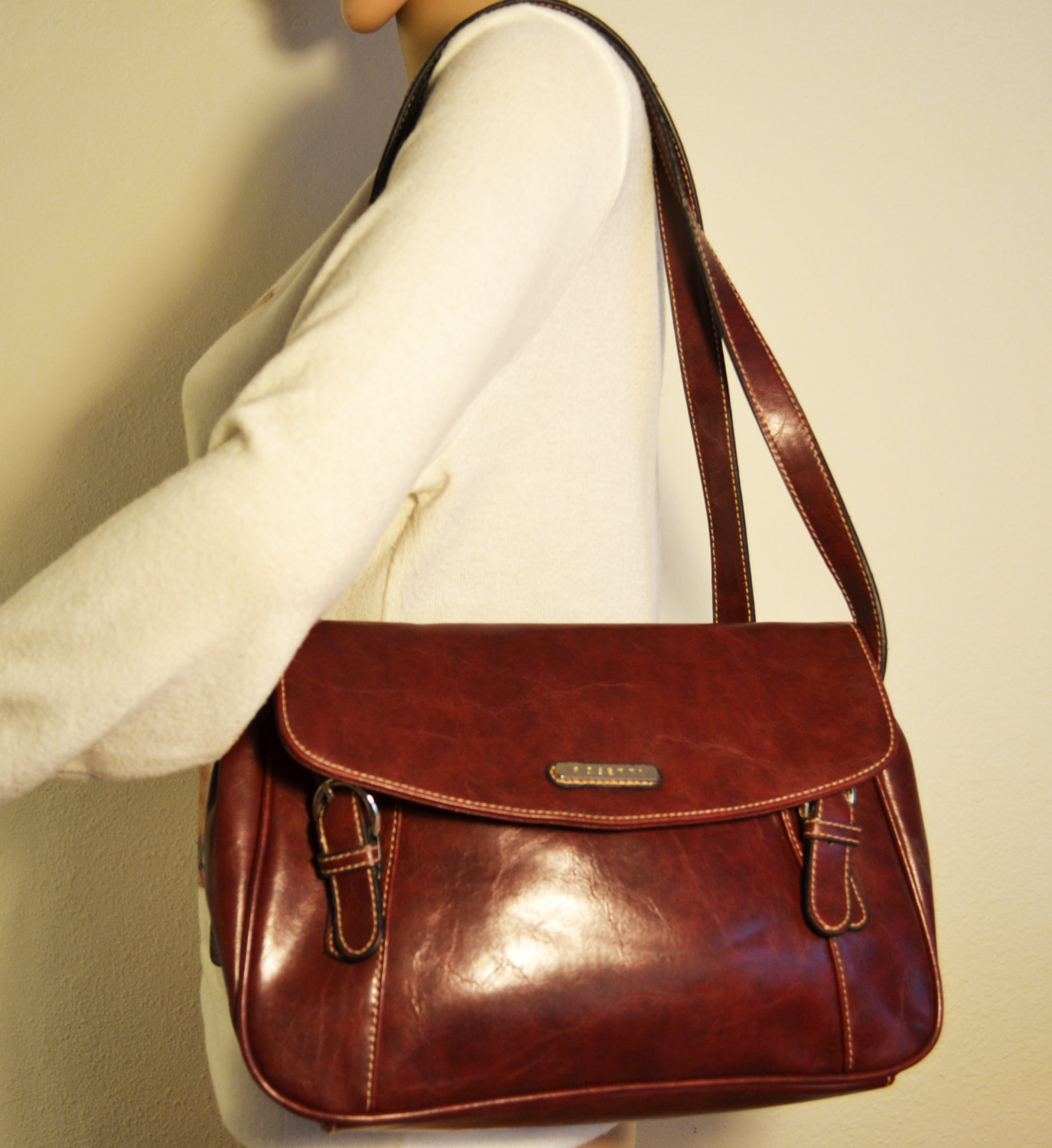how to clean white leather purse at home