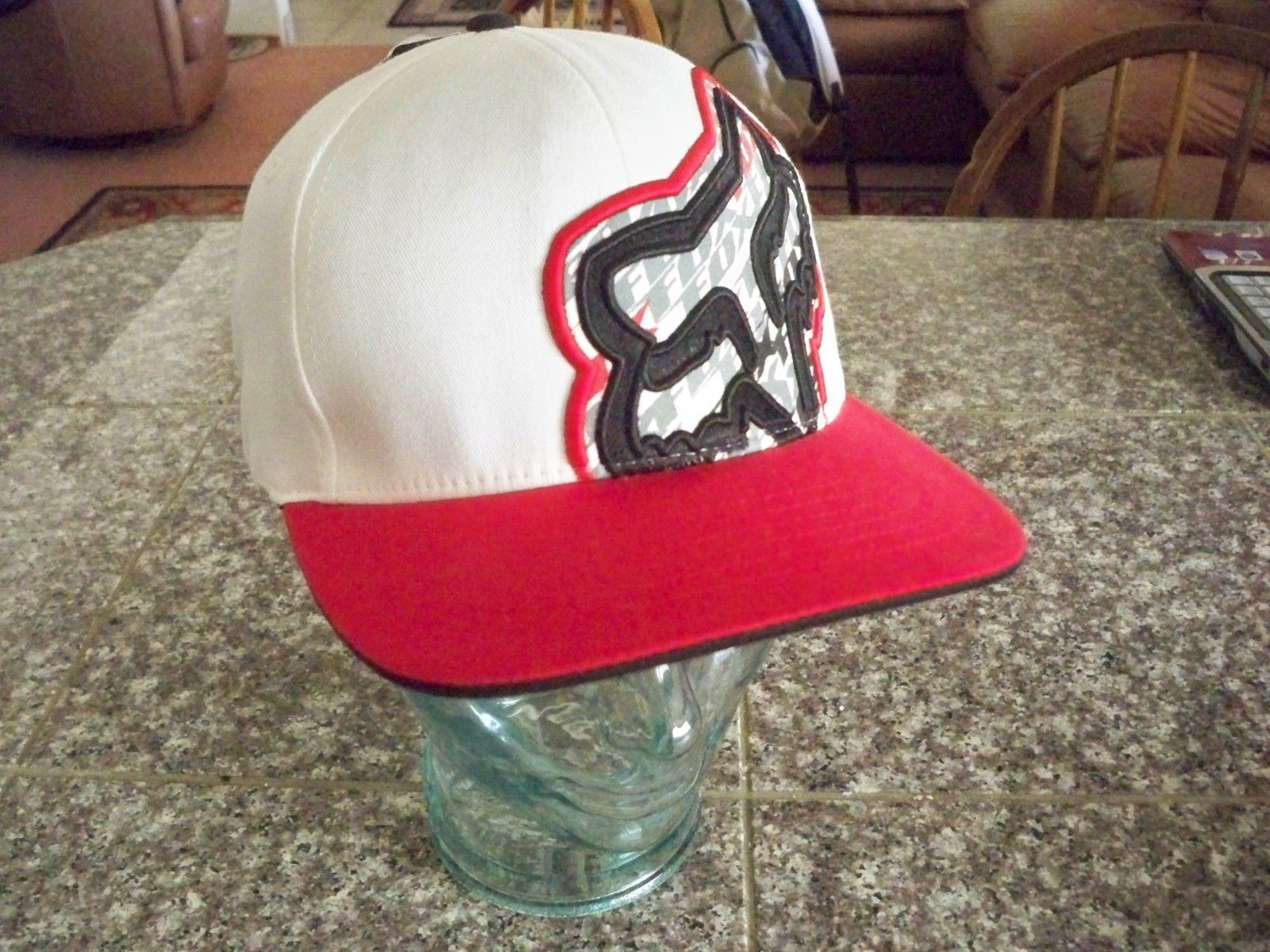 MEN'S GUYS FOX RACING WHITE FITTED HAT CAP FOX HEAD RED LID BILL NEW $30
