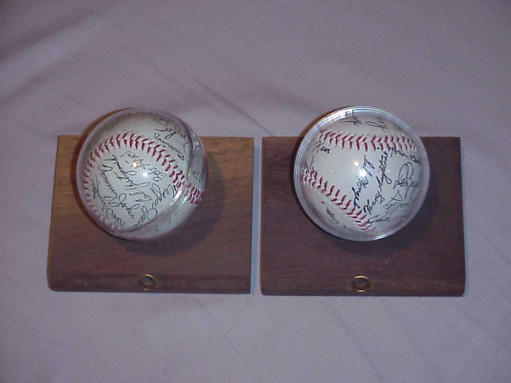 Sport  signed baseballs  qw98