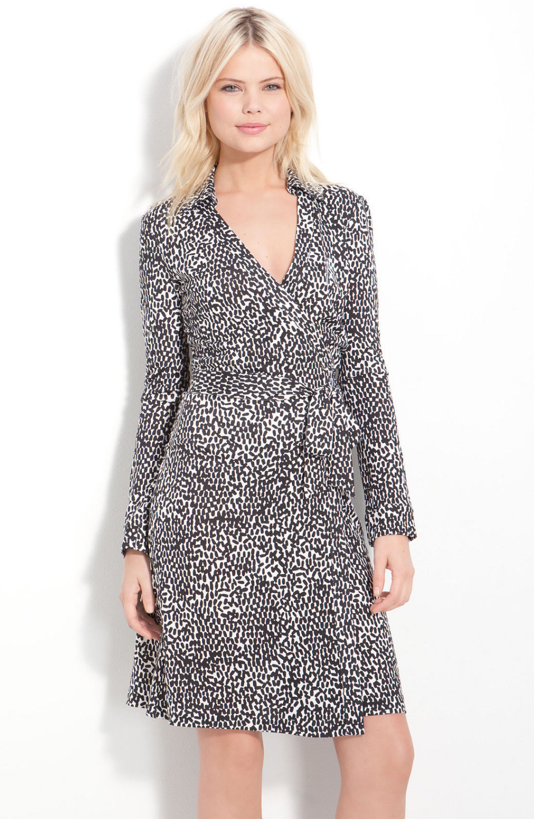 5a6e85ee5fd51 Diane Von Furstenberg New Jeanne Two Tiny and 50 similar items. t2ec16f  y0fizfbsmsvbsrndrf 7q 60 57